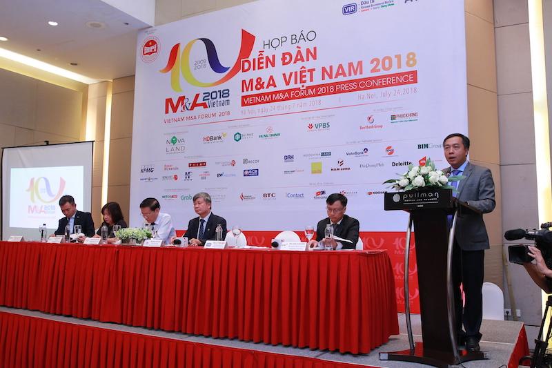 Ông Lê Trọng Minh – Tổng biên tập báo Đầu tư phát biểu tại họp báo.