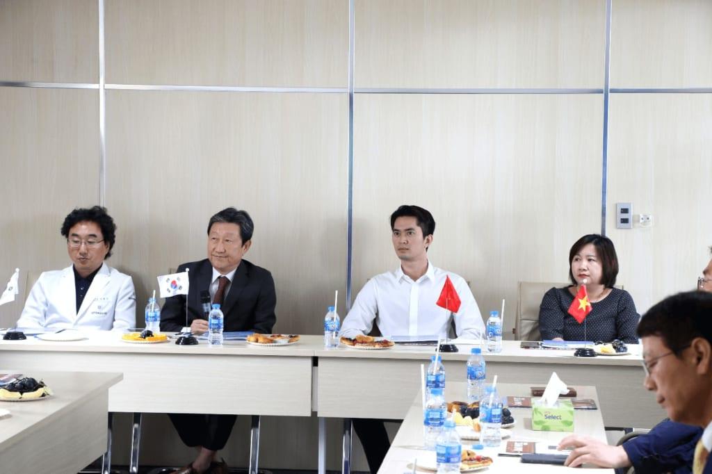 Phái đoàn Hiệp hội Doanh nghiệp thành phố Daegu sang thăm và xúc tiến hợp tác dịch vụ y tế - du lịch với Tập đoàn Bất động sản Đại Phúc - Ảnh: TN