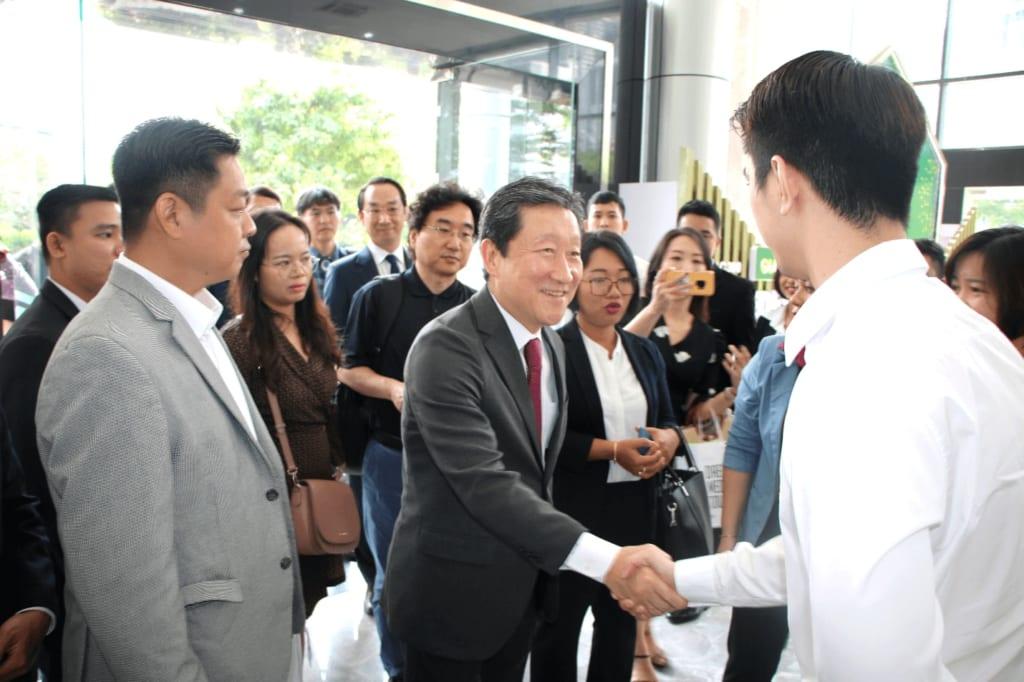 Hiệp hội doanh nghiệp Daegu Hàn Quốc làm việc với lãnh đạo Tập đoàn Bất động sản Đại Phúc - Ảnh: TN