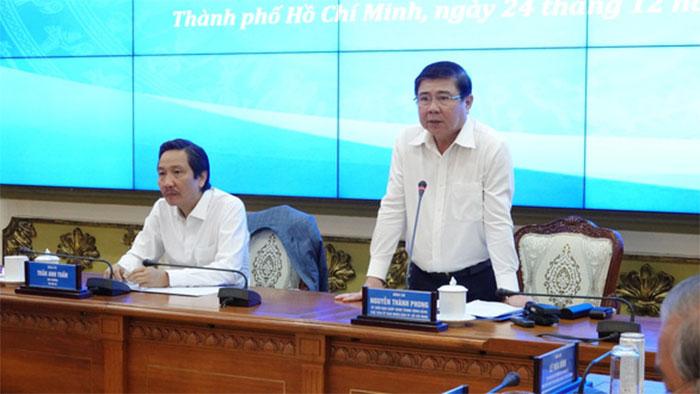 Phiên họp ban soạn thảo, tổ biên tập dự thảo nghị định do ông Trần Anh Tuấn - thứ trưởng Bộ Nội vụ - và ông Nguyễn Thành Phong - chủ tịch UBND TP.HCM - chủ trì - Ảnh: THẢO LÊ